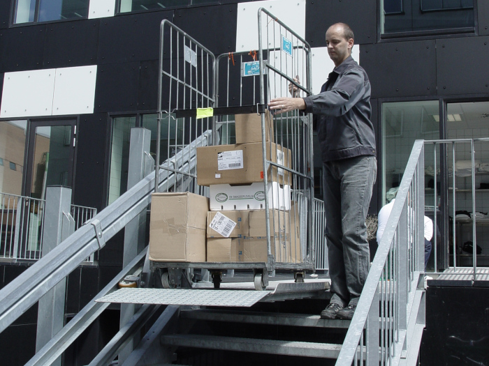 Cargo stair lift | HYDRO-CON A/S