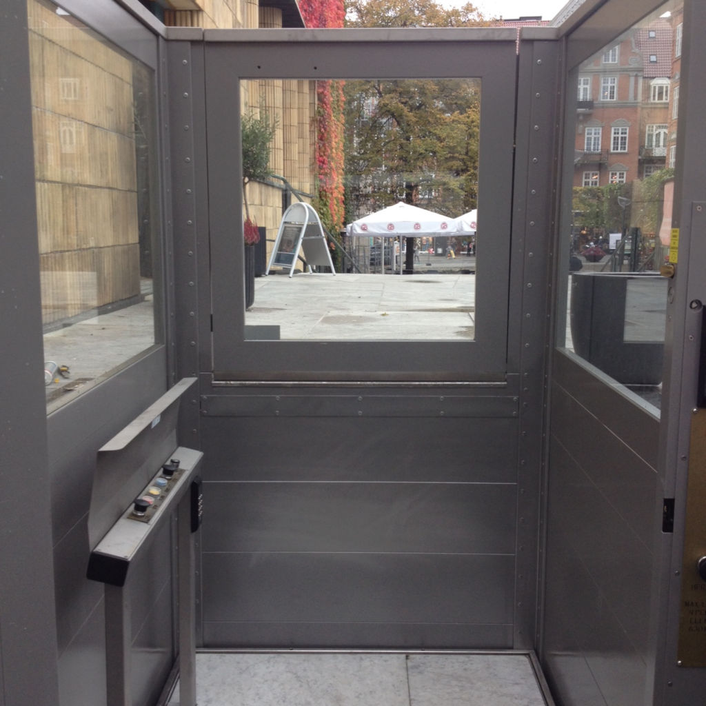 Handicap elevator with open or closed shaft- gallery 1 | HYDRO-CON Elevator A/S