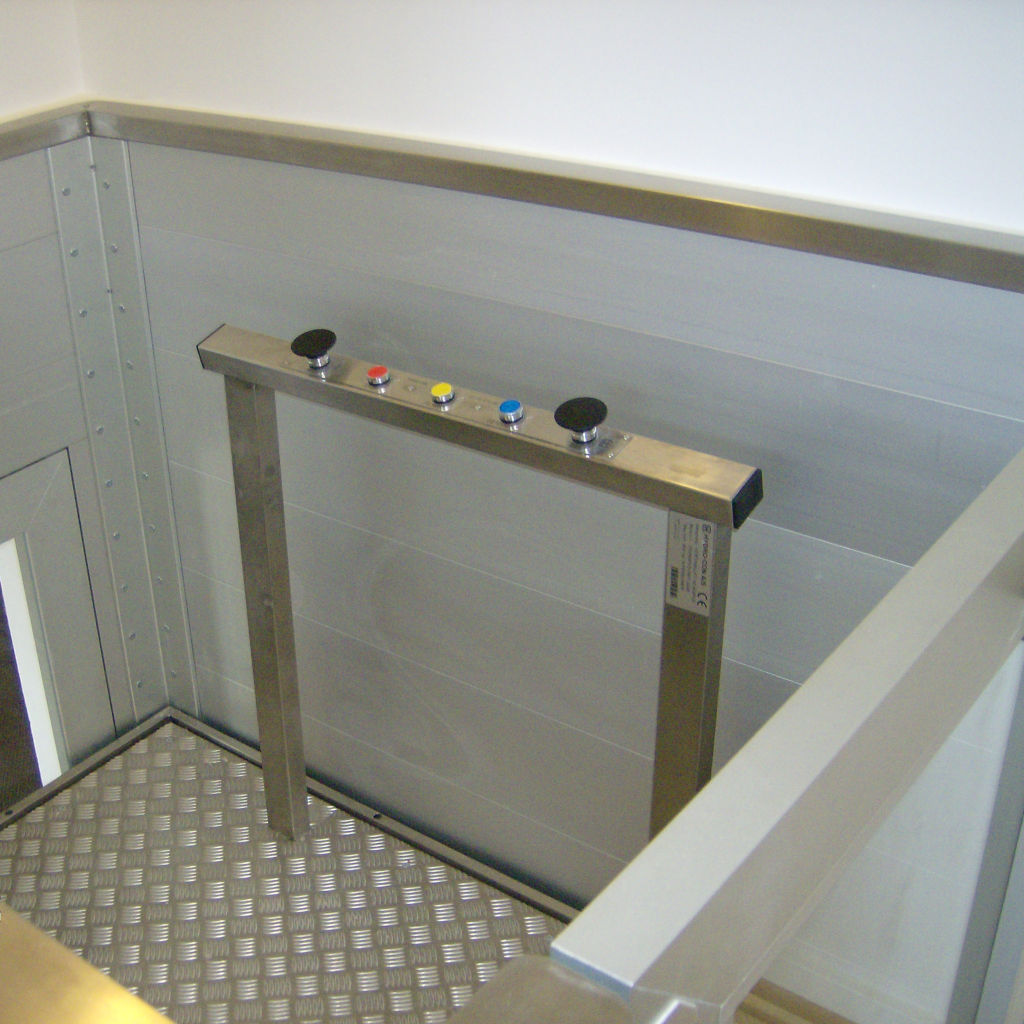 Handicap elevator with open or closed shaft- gallery 11 | HYDRO-CON Elevator A/S