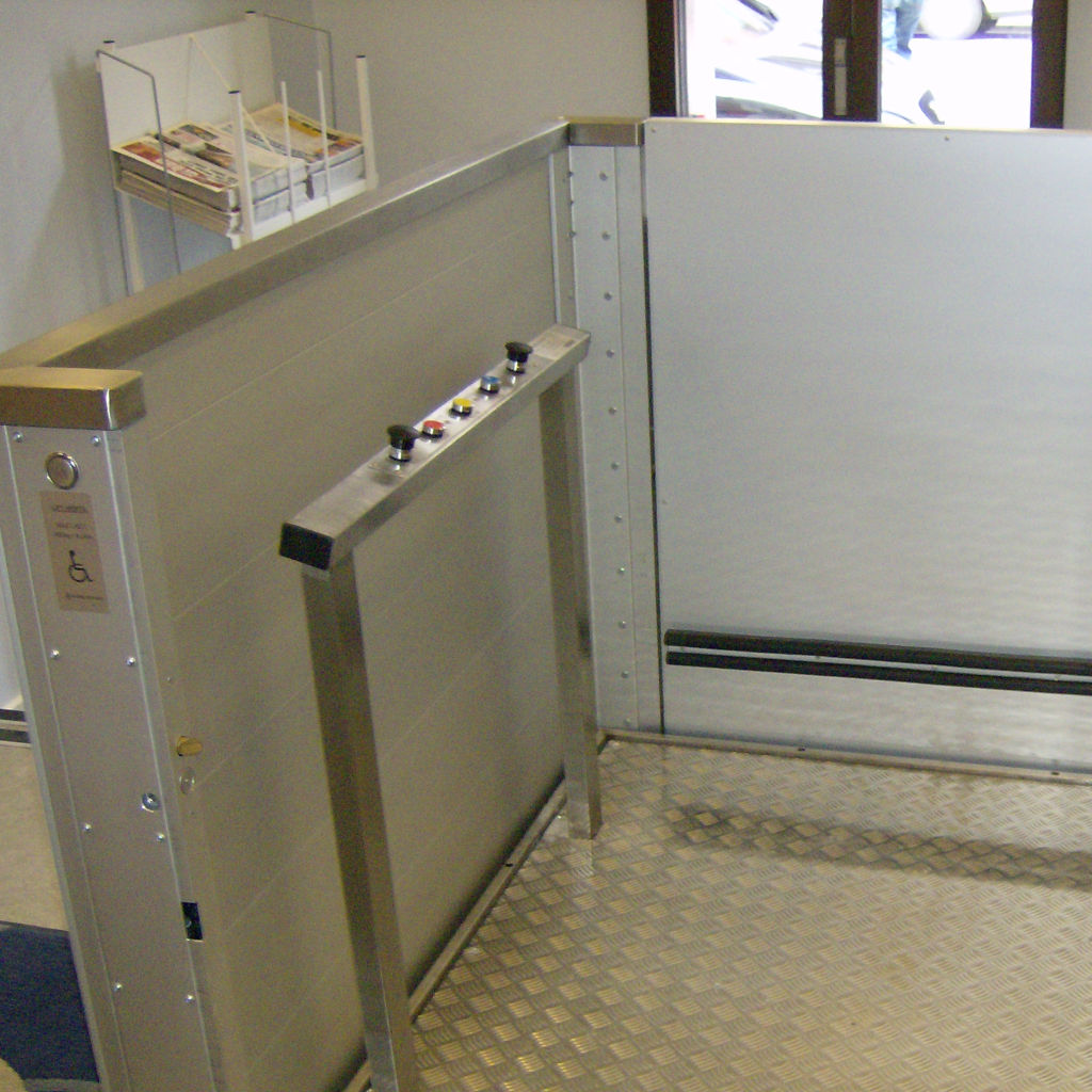 Handicap elevator with open or closed shaft- gallery 4 | HYDRO-CON Elevator A/S