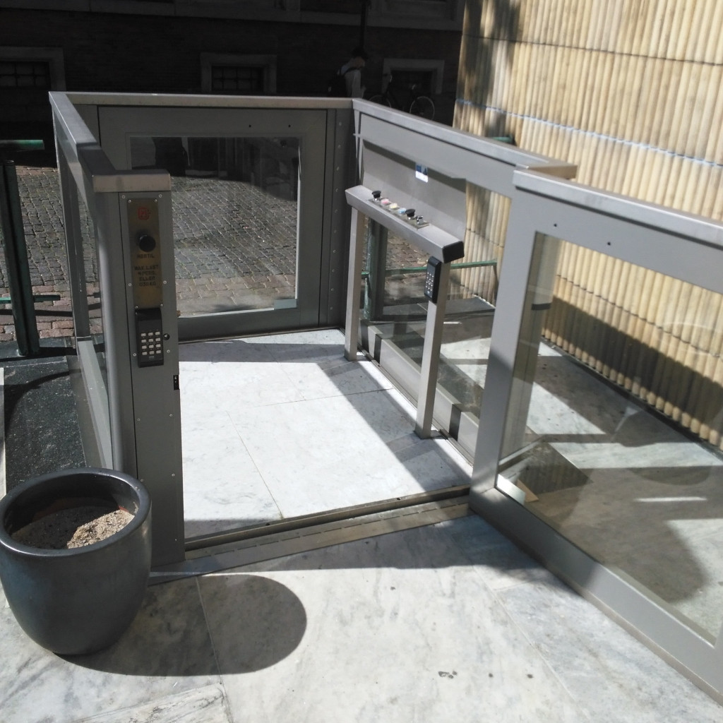 Handicap elevator with open or closed shaft- gallery 5 | HYDRO-CON Elevator A/S