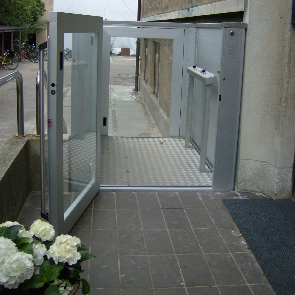 Handicap elevator with open or closed shaft- gallery 8 | HYDRO-CON Elevator A/S